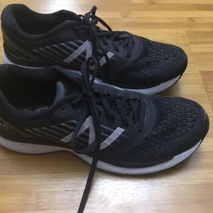 New Balance 860 Running shoes size 10 - like new